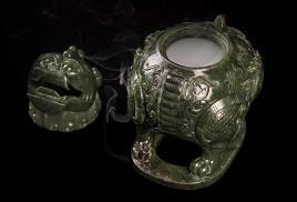 朝天貔貅和闐碧玉熏香爐藝術品