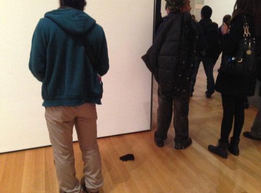 MoMA 美術館著名的「手套事件」
