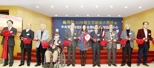赫聲行董事長劉盈希(右五)與兩岸愛好藝術業者共同啟動赫聲新聞央視書畫頻道。