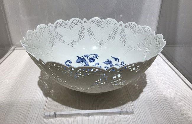 台灣陶瓷藝術家李存仁作品:捕蝶碗