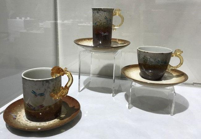 台灣陶瓷藝術家李存仁作品:蜻蜓對杯.馬克杯